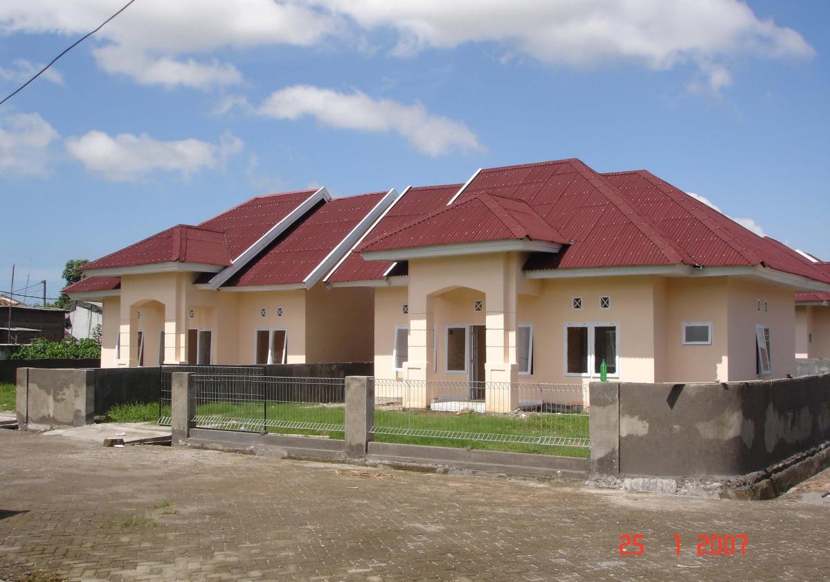 Individual house onduline classic red