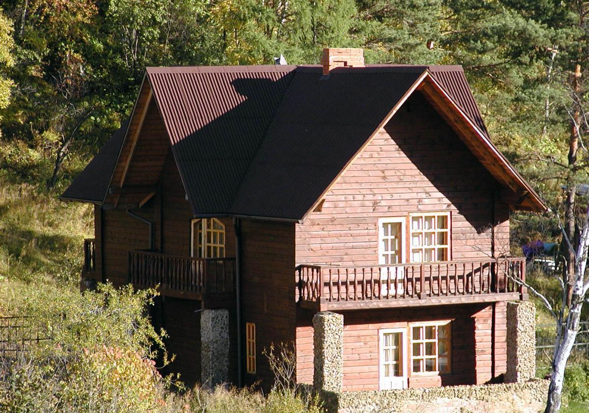 Individual wood house